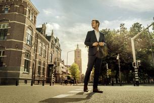 Netherlands, Venlo, businessman standing on a streetの写真素材 [FYI04347773]