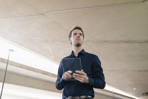 Businessman using portable glass deviceの写真素材 [FYI04347857]