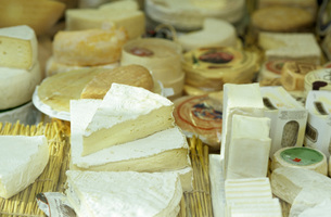 Variety of cheese, elevated viewの写真素材 [FYI04348230]