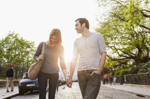 France, Paris, portrait of couple walking hand in handの写真素材 [FYI04348945]