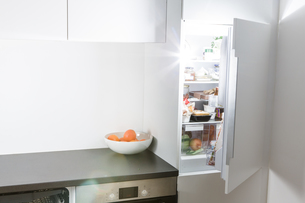 Modern kitchen, open fridge and lightの写真素材 [FYI04349265]