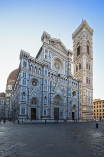 Italy, Florence, view to west facade of Basilica di Santa Maの写真素材 [FYI04349804]