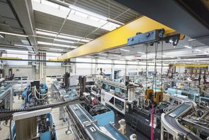 Factory shop floor, molding sectionの写真素材 [FYI04350621]