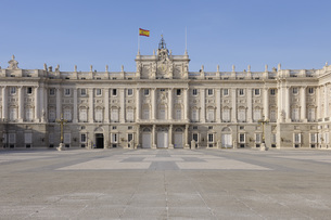 Spain, Madrid, Facade of Royal Palace of Madridの写真素材 [FYI04355818]