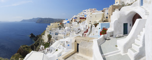 Greece, View of Oia village at Santoriniの写真素材 [FYI04355979]