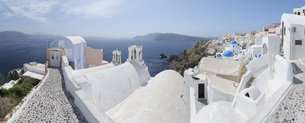 Greece, View of Oia village with cobbled path and bell towerの写真素材 [FYI04355980]