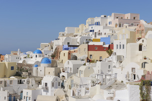 Greece, View of Oia village at Santoriniの写真素材 [FYI04355987]