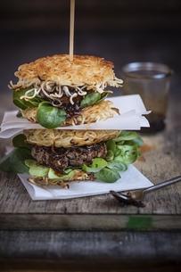 Ramen burgers, with beef patties and lamb's lettuceの写真素材 [FYI04356192]