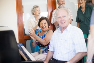 Senior people making music in a retirement villageの写真素材 [FYI04356690]