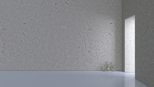 Bicycle leaning on concrete wall of a hall, 3D Renderingの写真素材 [FYI04357852]