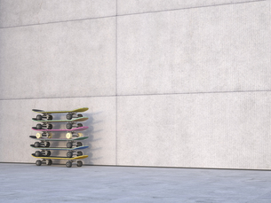 Stack of skateboards in front of concrete wall, 3D Renderingのイラスト素材 [FYI04357859]