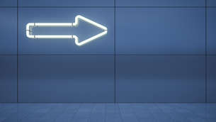 Arrow sign built of neon tubes on blue metal wallのイラスト素材 [FYI04357998]