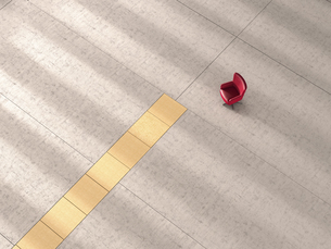 3d Rendering, Single chair facing yellow lineのイラスト素材 [FYI04358023]