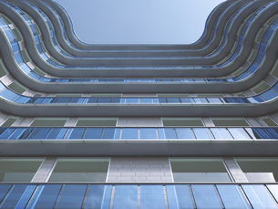 Facade of high-rise building seen from below, 3D Renderingのイラスト素材 [FYI04358181]