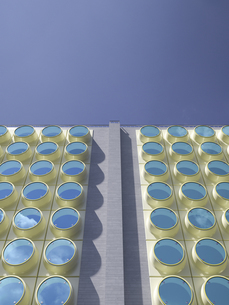 Part of facade of modern high-rise building, 3D Renderingのイラスト素材 [FYI04358184]