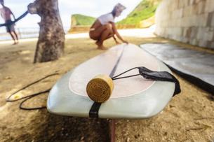 Indonesia, Lombok, surf board and suncreamの写真素材 [FYI04360398]