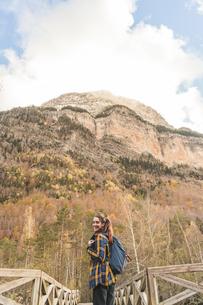 Spain, Ordesa y Monte Perdido National Park, laughing womanの写真素材 [FYI04362554]