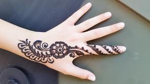 Henna Design On Handの写真素材 [FYI04375225]
