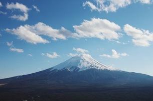 Scenic View Of Mt Fuji Against Skyの写真素材 [FYI04395157]