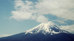 Low Angle View Of Mount Fuji Against Skyの写真素材 [FYI04395171]