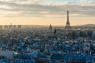 Distant View Of Eiffel Tower Amidst City At Sunsetの写真素材 [FYI04396161]