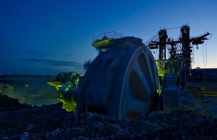 Bucket-wheel Excavator At Open-pit Mine Against Sky At Duskの写真素材 [FYI04397263]