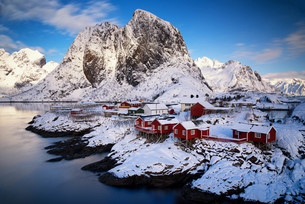 Idyllic Fishing Village From Norwayの写真素材 [FYI04398448]