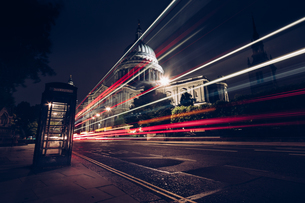 Light Trails Against St Paul's Cathedral At Nightの写真素材 [FYI04401311]