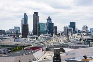 View Of London Cityscape Against Cloudy Skyの写真素材 [FYI04401947]