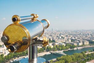 Close-up Of Coin-operated Binoculars At Eiffel Tower Against Cityscapeの写真素材 [FYI04402120]