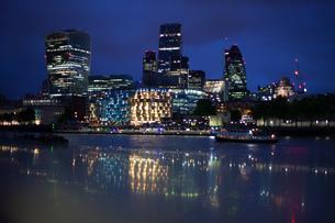 Illuminated City At Waterfrontの写真素材 [FYI04402237]