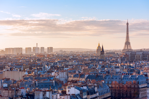 View Of Paris Cityscape At Sunsetの写真素材 [FYI04402640]