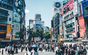 Crowd On Street In Cityの写真素材 [FYI04402645]