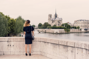 Rear View Of Woman In Parisの写真素材 [FYI04403368]