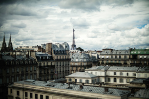Cityscape Against Cloudy Skyの写真素材 [FYI04403434]