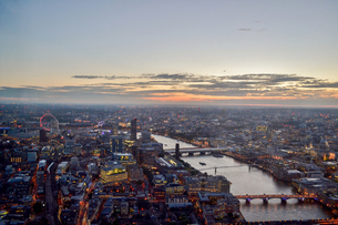 Aerial View Of River And City During Sunsetの写真素材 [FYI04404560]