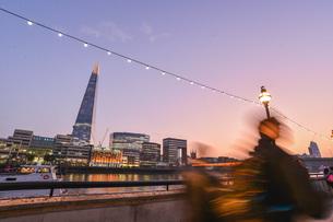 View Of Suspension Bridge Against Sky During Sunsetの写真素材 [FYI04405125]