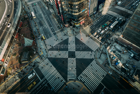 Aerial View Of Roads Intersection In Cityの写真素材 [FYI04406722]