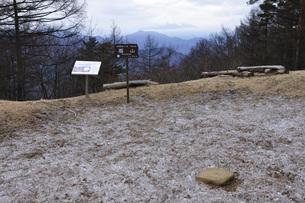 冬の扇山山頂より富士山展望の写真素材 [FYI04412857]