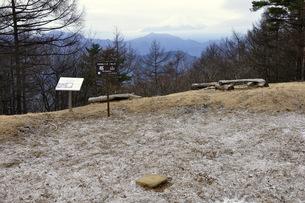 霜柱の扇山山頂の写真素材 [FYI04414682]