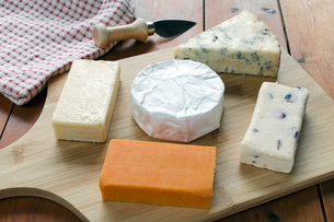 High Angle View Of Cheese On Tableの写真素材 [FYI04414997]