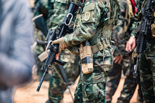 Midsection Of Army Soldiers With Rifleの写真素材 [FYI04416337]