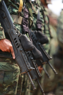 Midsection Of Army Soldiers Holding Riflesの写真素材 [FYI04416557]