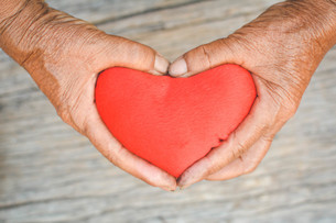 Close-up Of Hands Holding Heart Shapeの写真素材 [FYI04421260]