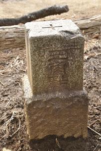 百蔵山山頂の三角点の写真素材 [FYI04426482]