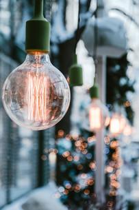 Close-up Of Illuminated Light Bulbの写真素材 [FYI04426795]