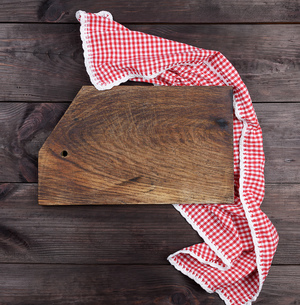 Directly Above Shot Of Cutting Board With Napkin On Wooden Tableの写真素材 [FYI04427528]
