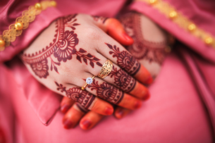 Close-up Of Woman With Henna Tattooの写真素材 [FYI04430137]