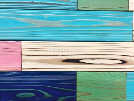 Full Frame Shot Of Multi Colored Wooden Planksの写真素材 [FYI04430682]