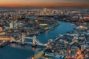 Aerial View Of Cityscape During Sunsetの写真素材 [FYI04432324]